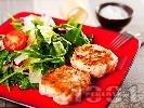 Рецепта Пържени кюфтета от мляна пилешка кайма с хляб, яйце и лук